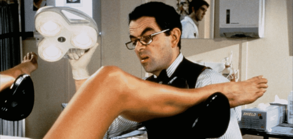 Роуан Аткинсън като гинеколог